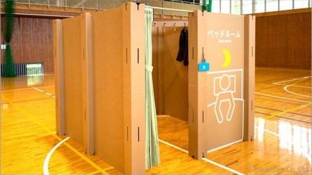 CREAN EN JAPON HABITACION DE CARTON CORRUGADO